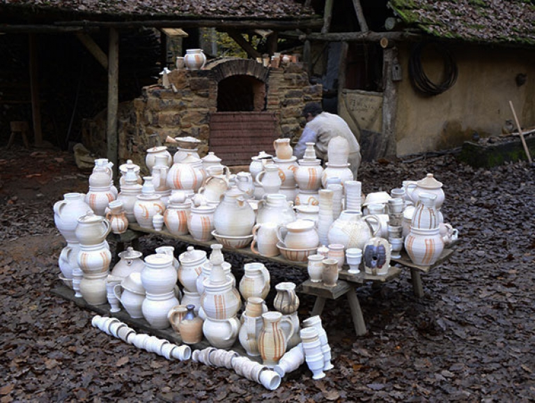 http://poteriedesgrandsbois.com/files/gimgs/th-185_Four-médiéval-Guédelon-07_v2.jpg