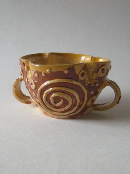 http://poteriedesgrandsbois.com/files/gimgs/th-30_GDT028-Tasse-polylobée-Poissy-XIVe-s-Moyen-age.jpg