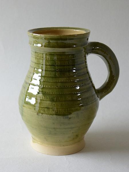 http://poteriedesgrandsbois.com/files/gimgs/th-31_PCH017-05-Pichet-à-molette-XIVe-siècle-Poterie-moyen-age.jpg